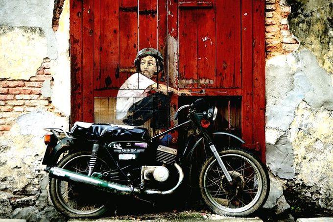 バイクに乗った少年