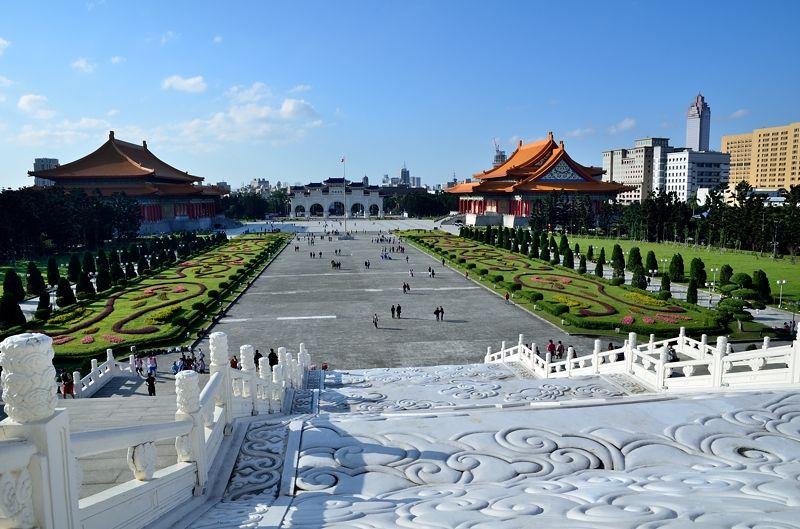 中正紀念堂から下ろす広大な広場