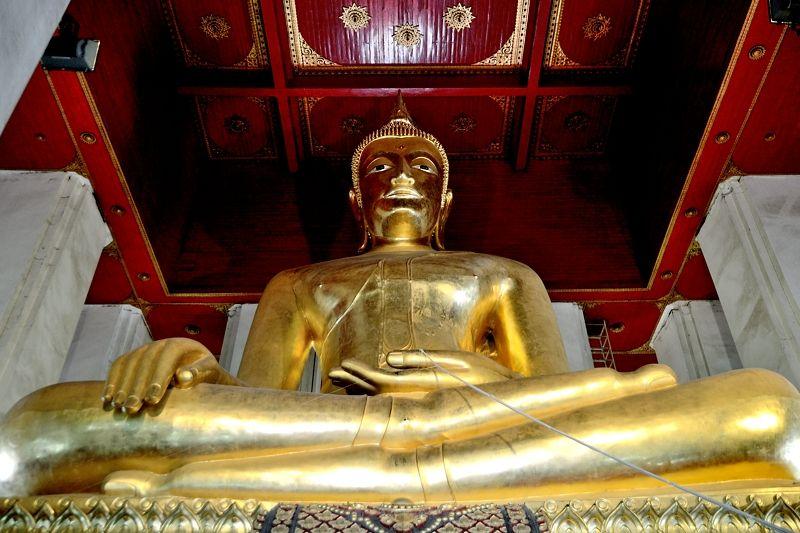 タイ最大の仏像が必見!「ウィハーン・プラ・モンコン・ボーピット」