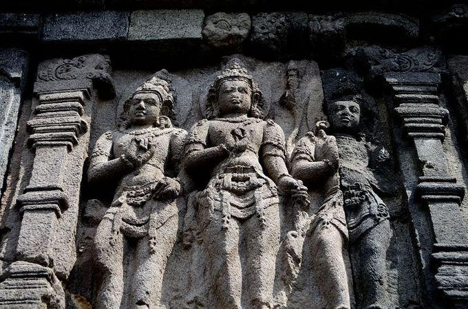 神殿に刻まれた「ラーマーヤナ」の物語