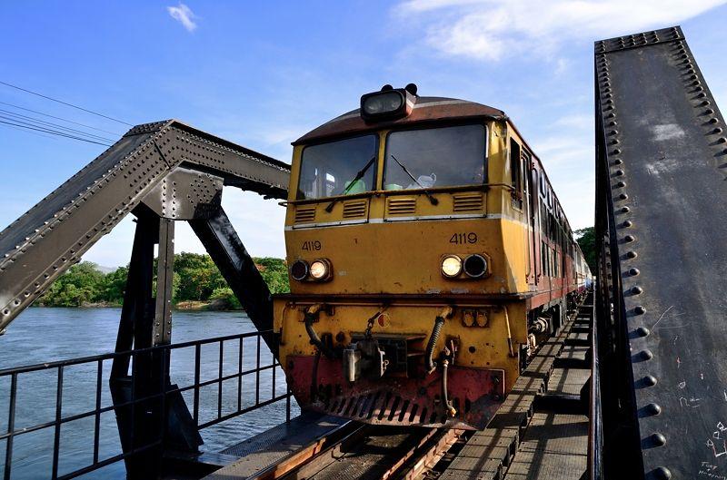 戦場にかける橋の舞台!カンチャナブリーのクウェー川鉄橋(タイ)で歴史に触れる旅!