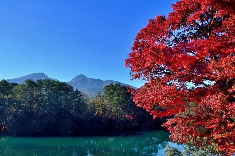 磐梯山と紅葉のコラボレーション
