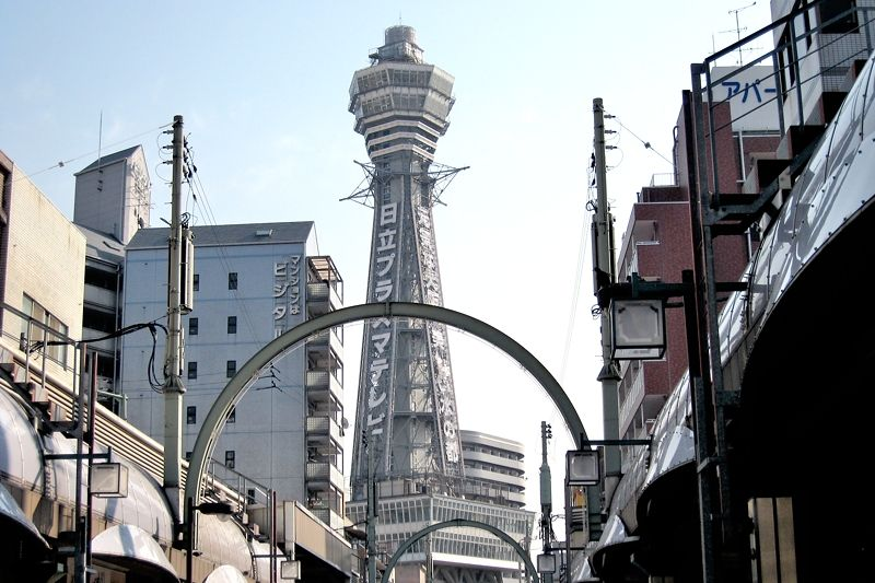 大阪新世界観光の定番・通天閣!ビリケンの待つ展望台に登ってみよう!