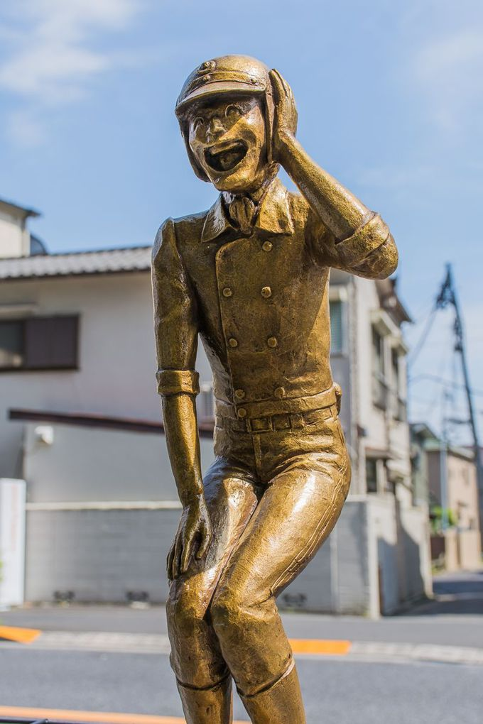 銅像も気弱!ナヨナヨ感全開の「本田像」!