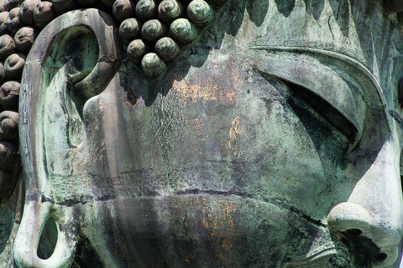 黄金時代の名残!鎌倉大仏の右頬に残る金箔