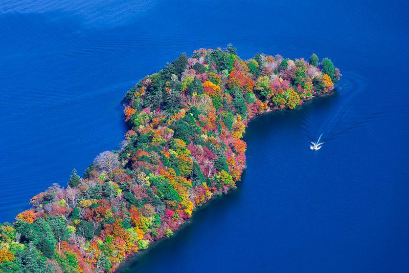 八丁出島が圧巻!紅葉の日光・中禅寺湖を半月山展望台から堪能しよう