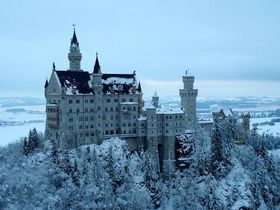 雪舞う季節こそ満足度最大!真冬のノイシュバンシュタイン城