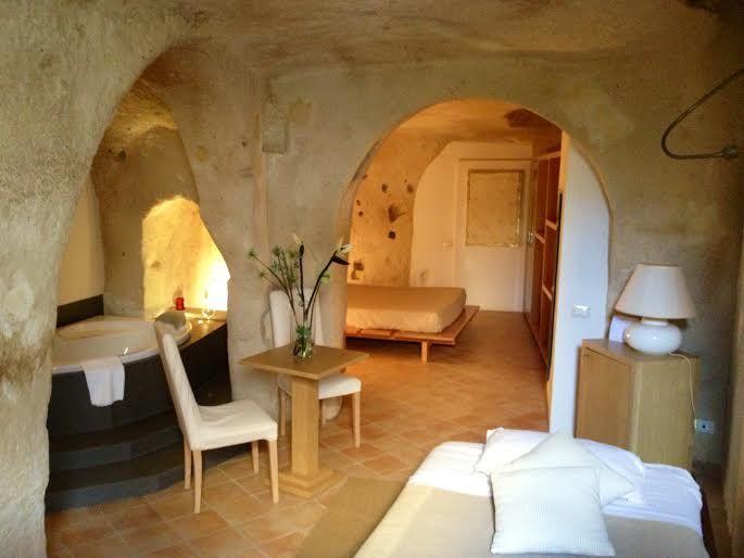 洞窟ホテルに泊まって雰囲気を味わおう!