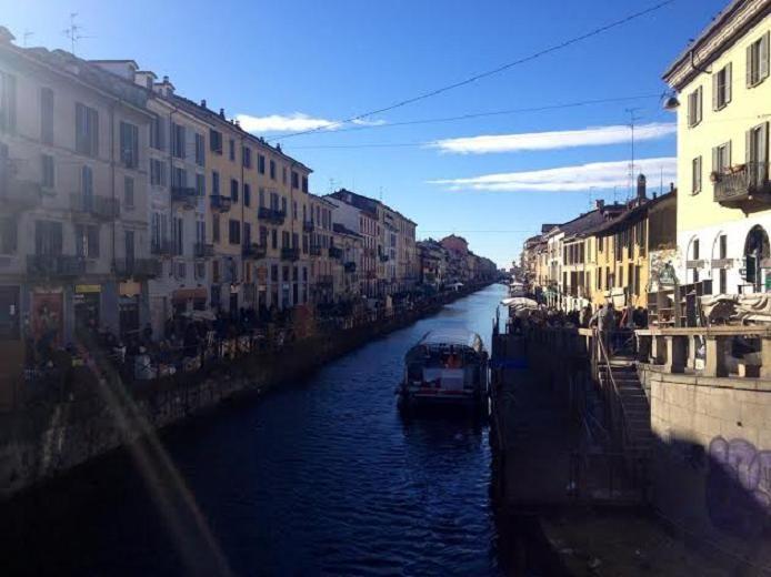 ミラノ最後の運河があるナヴィリオ地区