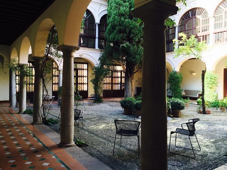 元修道院の回廊を歩いてみよう