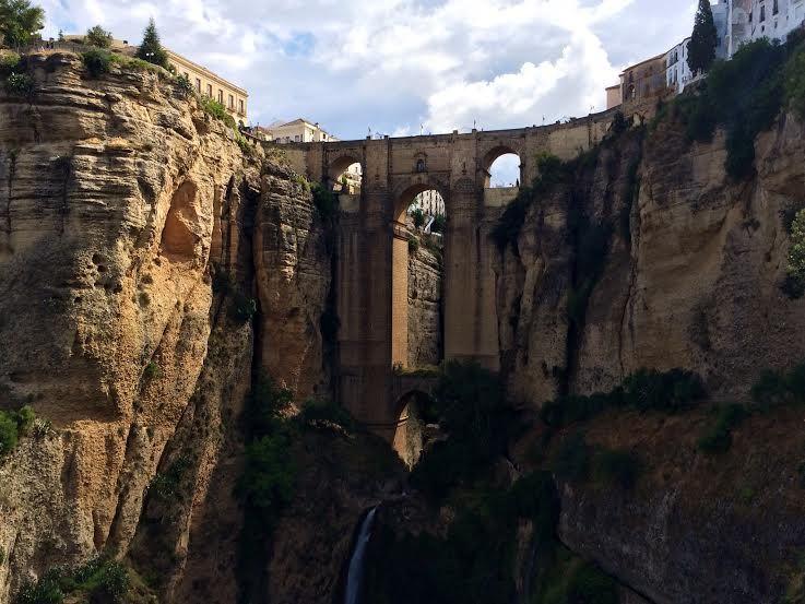 幻の橋の要塞!?断崖絶壁に立つアンダルシアの古都ロンダ