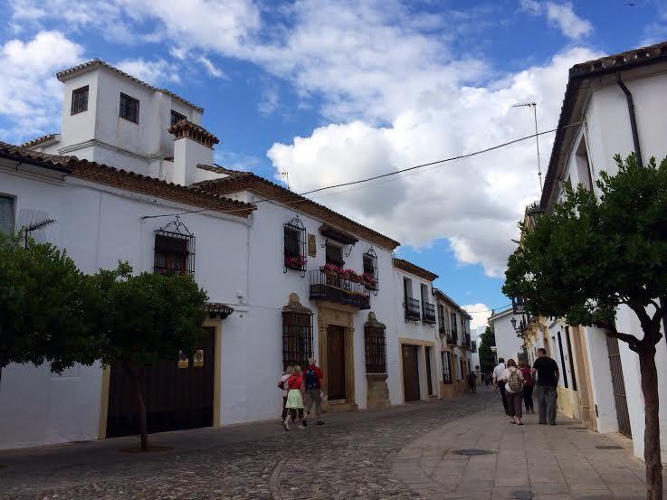 趣の異なる旧市街と新市街をそれぞれ歩く