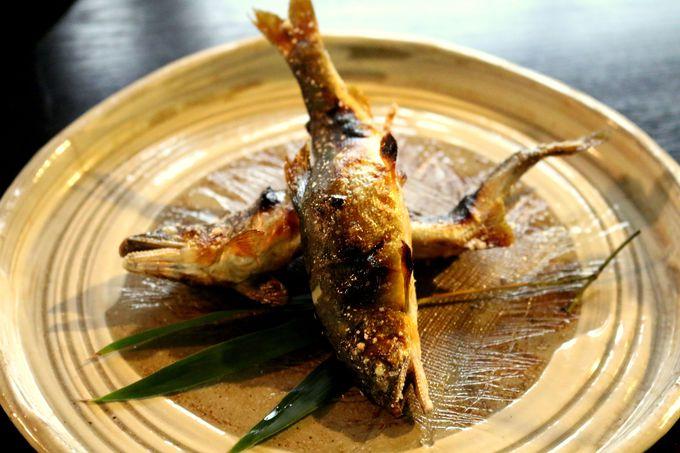 名物の鮎料理と四季折々のご馳走