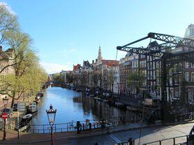 17世紀の運河ビュー!アムステルダム最古のホテル「NHドーレン」