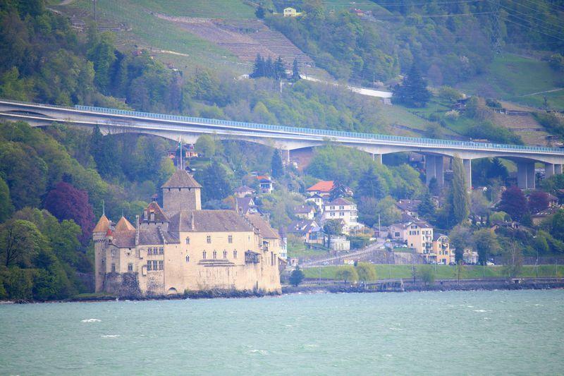 レマン湖の宝石!スイス随一の名城シヨン城を訪ねて