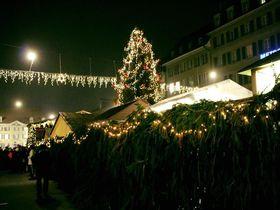 輝くツリーが目印!スイス首都ベルンのクリスマスマーケット