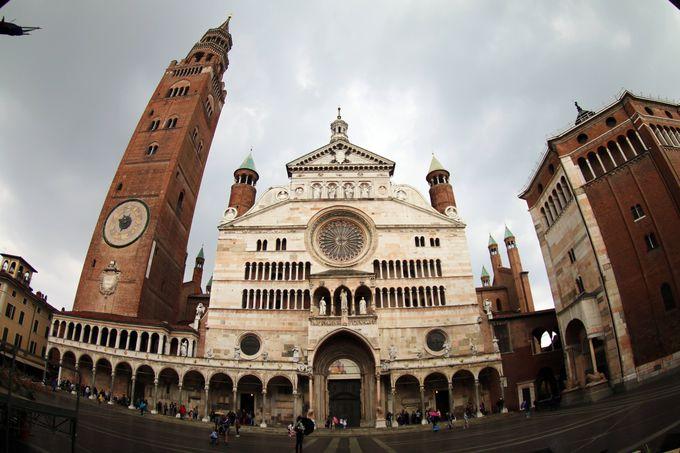 クレモナ大聖堂(Cattedrale di Cremona)と広場