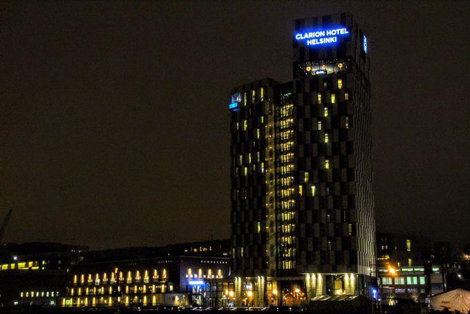 ヘルシンキのウォーターフロントに建つ高層ホテル