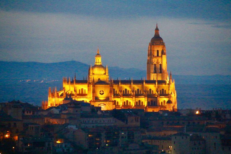 世界遺産の古都を一望!スペイン「パラドール デ セゴヴィア」