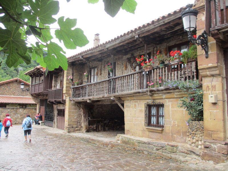 スペイン国家遺産!石造りの村「バルセナ・マジョール」