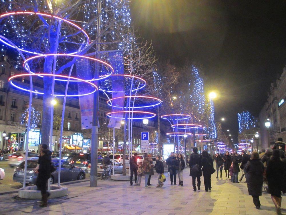 パリ1番!シャンゼリゼ通りのクリスマスイルミネーション