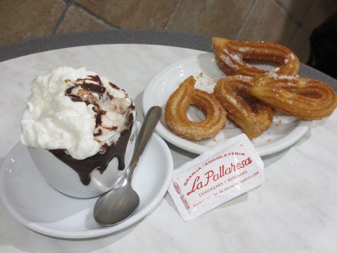 バルセロナっ子に愛される老舗チューロスとチョコレートの店:「Granja La Pallaresa」