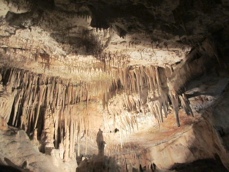 神秘の鍾乳洞と地底湖!スペイン・マヨルカ島「ドラック洞窟」