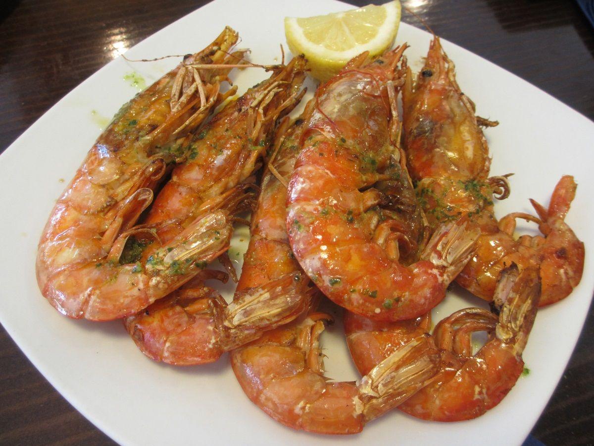 おススメはマヨルカ名物ソジェールの海老&スペインで人気の貝類
