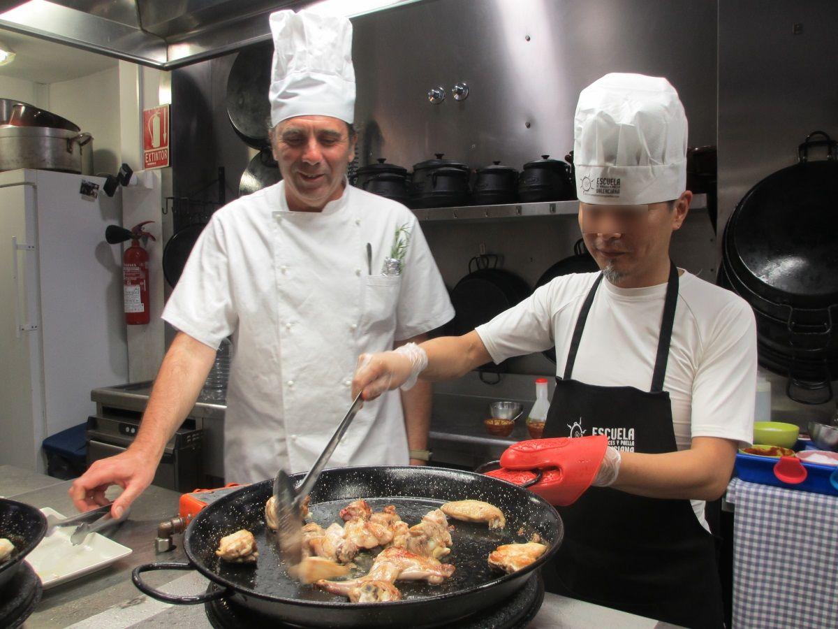 スペイン人シェフによる参加型の料理教室