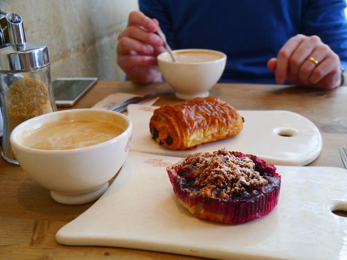 地元民にも観光客にも大人気、1日中使えるカフェ「ル・パン・コティディアン」