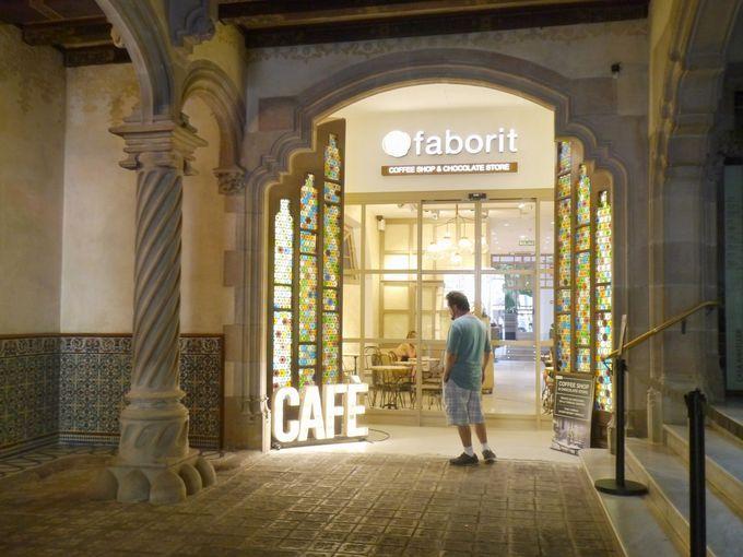 カサ・バトリョの隣!モデルニスムの建物「Faborit」
