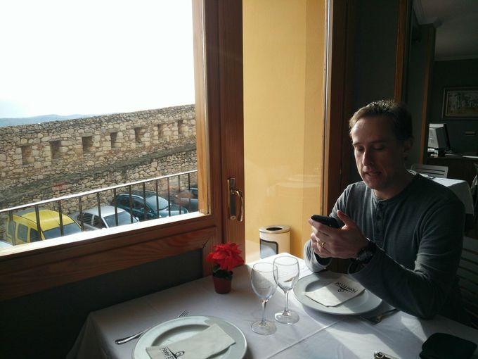 城壁や自然を眺めながらの優雅な朝食タイム