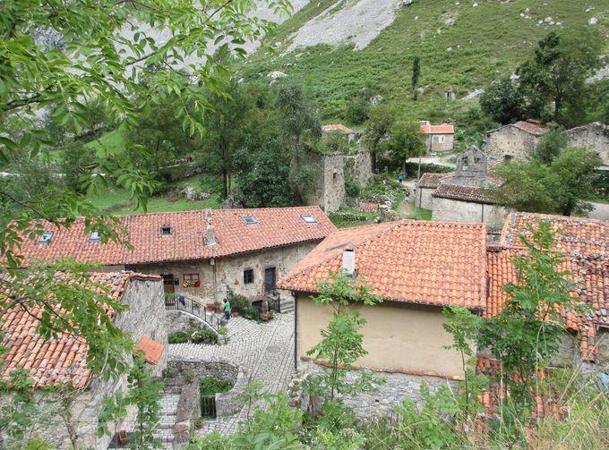 フォトジェニックなブルネス村を散策