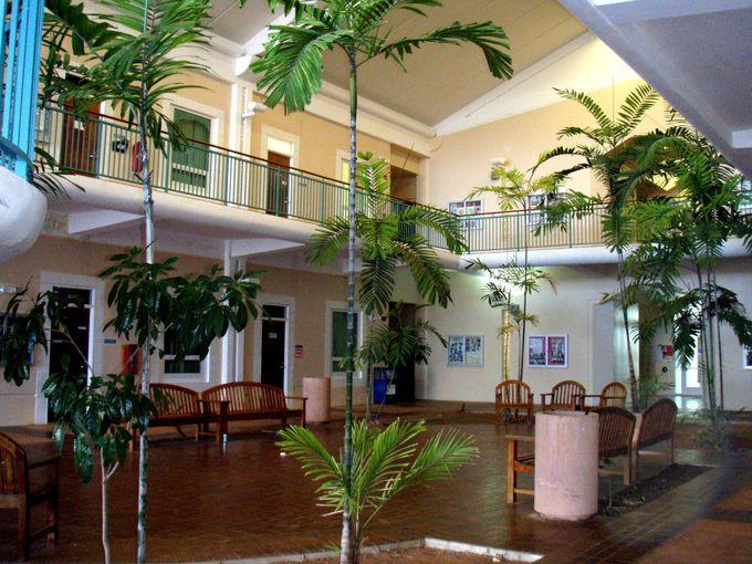 観光客でも気軽に入れる「グアム大学」