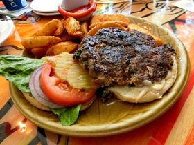 グアム観光で食べたいグルメ!地元で人気のレストラン10選