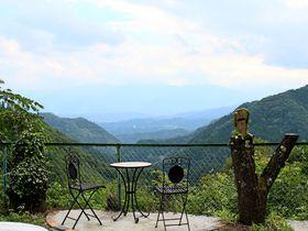 まさに秘境!秩父の山奥の絶景カフェ「天空の楽校」は懐かしすぎる空間|埼玉県|トラベルjp<たびねす>