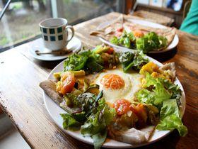 埼玉・長瀞のブックカフェ・ギャラリー「PNB-1253」で地産ガレットを楽しむ|埼玉県|トラベルjp<たびねす>