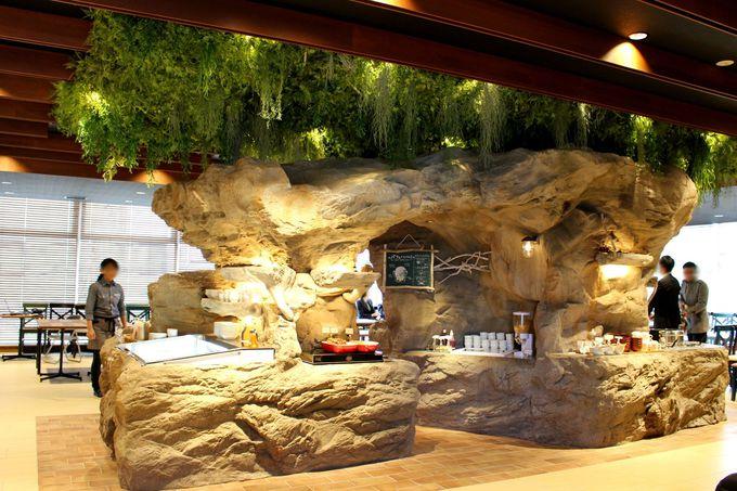 洞窟探検気分で朝食ブッフェ「ジュラシックダイナー」