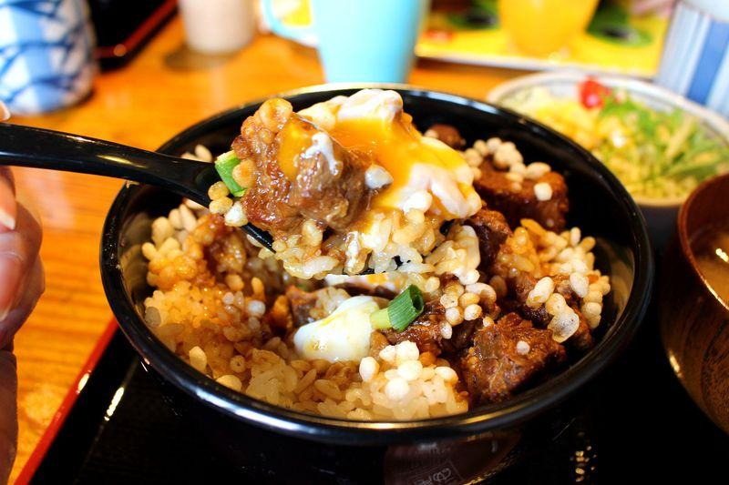全国丼グランプリ3年連続金賞!秩父「たぬ金亭」の「豚玉丼」は必食!