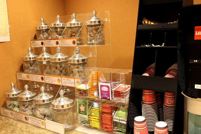 8種類の岩盤浴が並ぶ「温活cafeネスト」