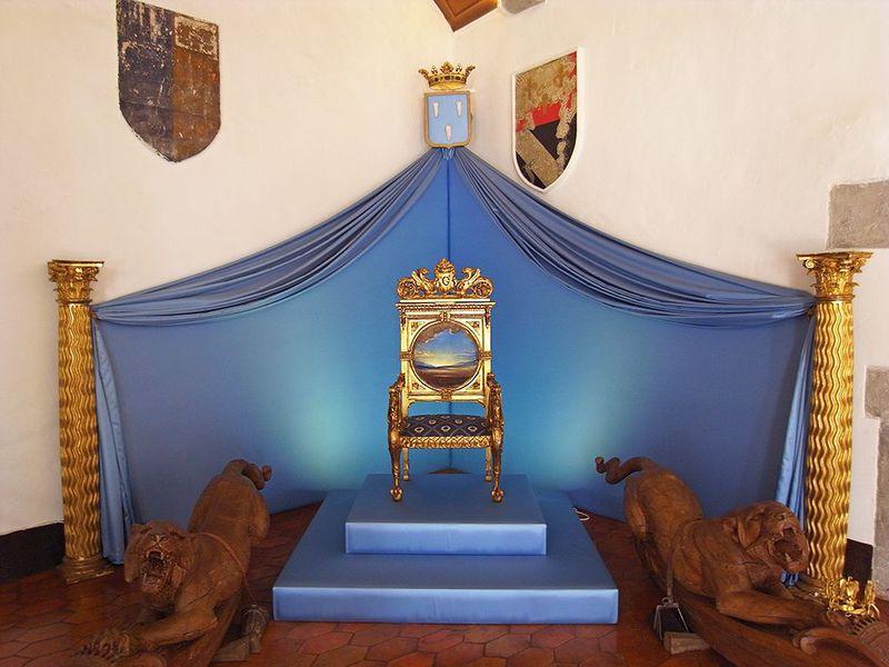 ダリが妻に贈った城!スペイン・プボル「ガラ・ダリ城」
