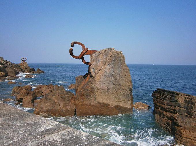 バスク地方を代表する彫刻家「エドワルド・チリーダ」の代表作!