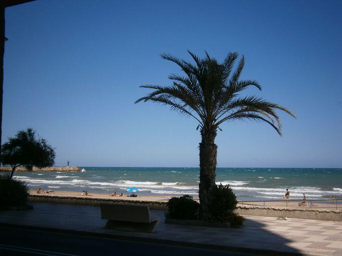 青い海と空の広がる地中海