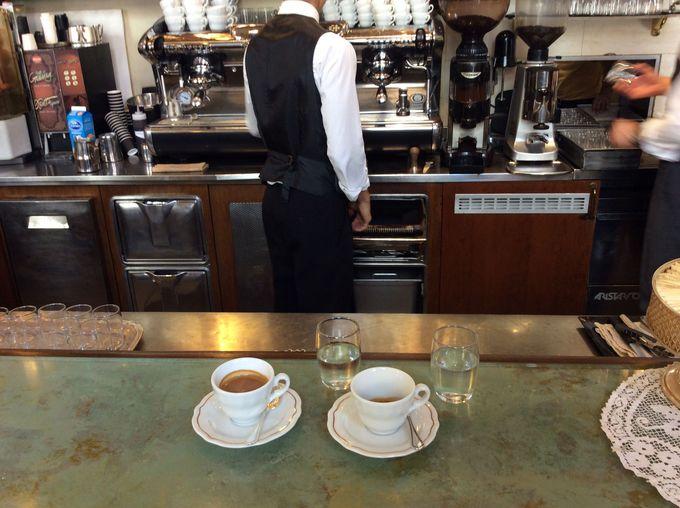 老舗「ガンベリーニ」で味わう本場バリスタの淹れるコーヒー