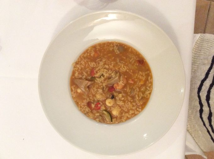レストラン「エル・カンセル」で伝統料理を味わう!