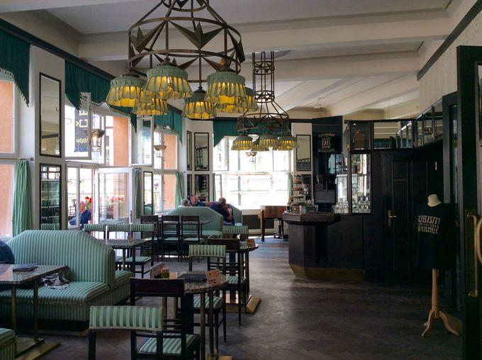 素敵な内装のカフェ「グランド・カフェ・オリエント」