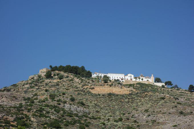 遠くからも見える「街の顔」的存在の修道院