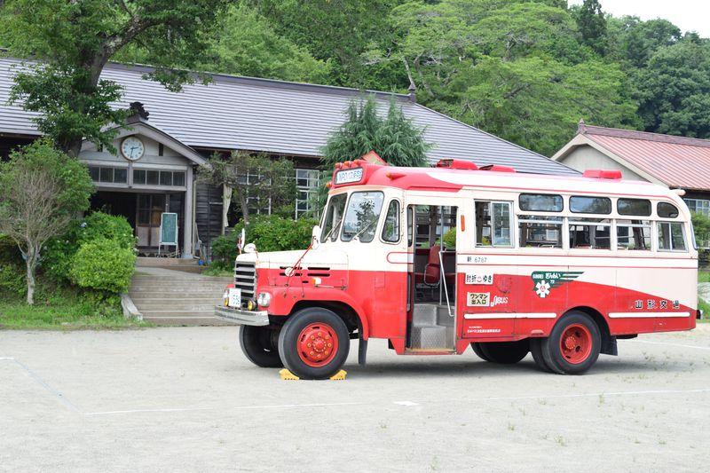 『ひよっこ』のボンネットバスが「旧上岡小学校」茨城・大子町にやってくる!