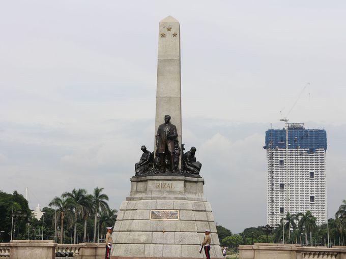 フィリピンの英雄ホセ・リサールのモニュメント