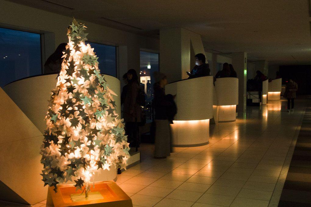 空中庭園展望台はクリスマス仕様に様変わり